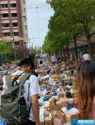 上海一高校开学包裹多到把路堵死
