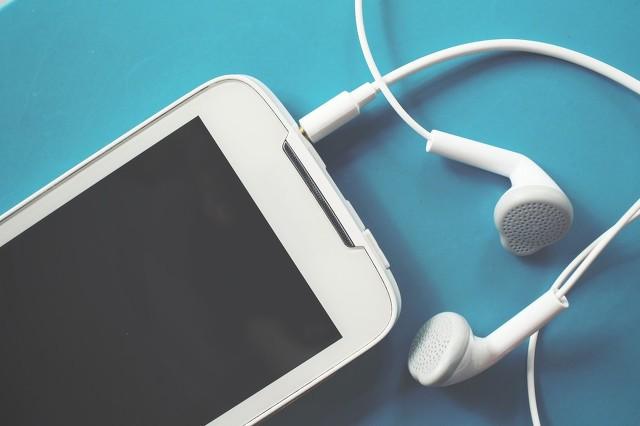 耳机的正确佩戴方式(告诉你如何正确使用耳机)(2)
