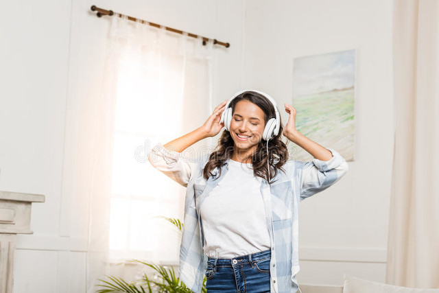 耳机的正确佩戴方式(告诉你如何正确使用耳机)(4)
